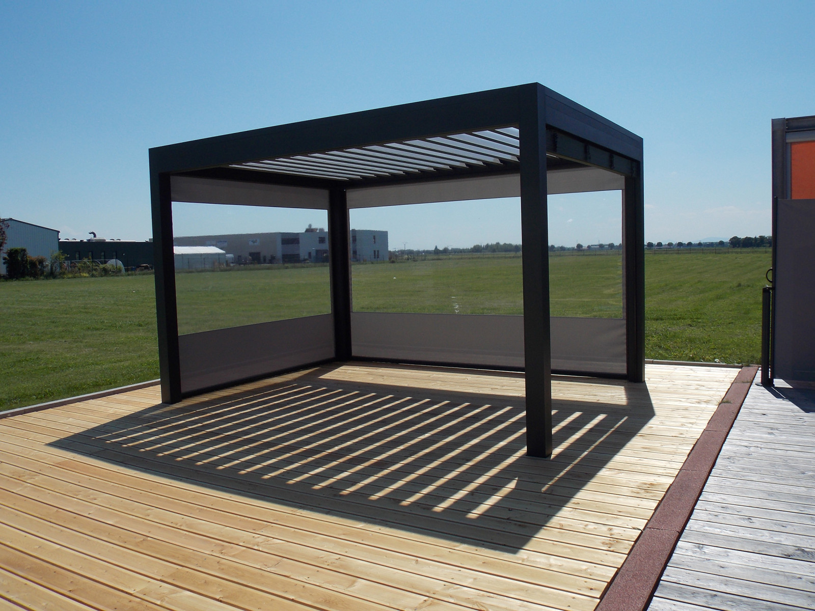 Pergola alu bioclimatique for Pergola bioclimatique retractable