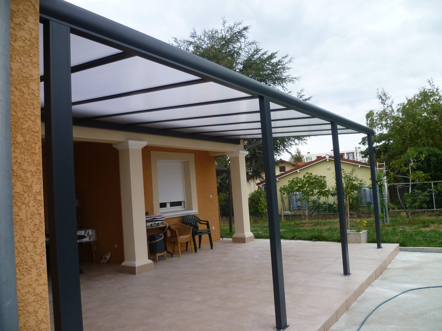 pergola en polycarbonate maison design. Black Bedroom Furniture Sets. Home Design Ideas